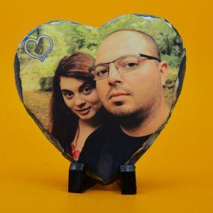 Снимка върху камък сърце